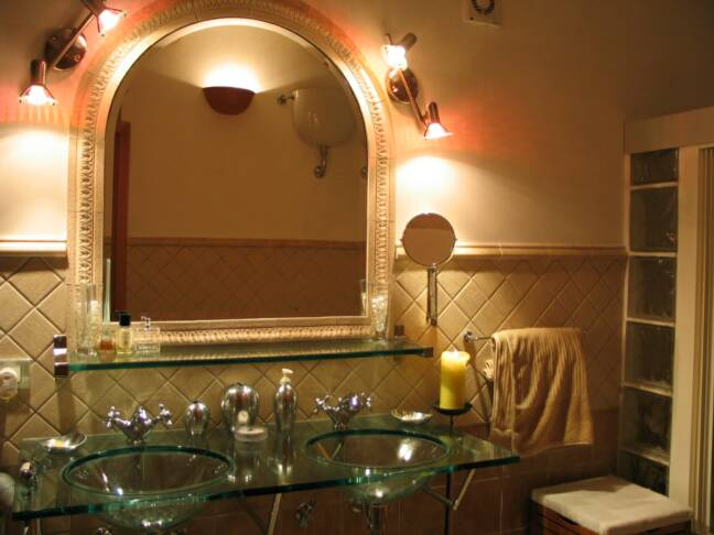 light fixtures now have Halogen light blubs     - villa rental - Villetta Mimma Vittoria - Gioia Tauro - Calabria - Italy