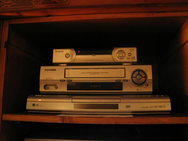 SAT TV, VCR & DVD that plays multi regional disks